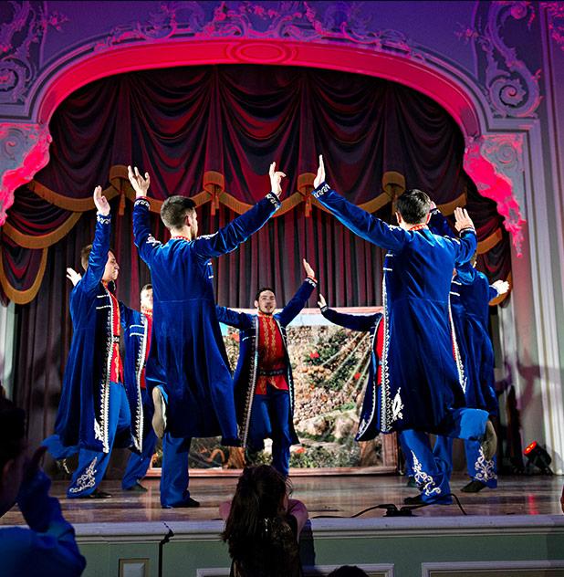 Театральная постановка во дворце Белосельских Белозерских